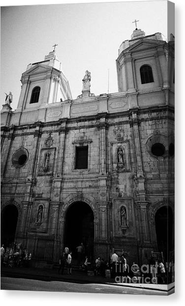 Iglesia De Santo Domingo Santiago Chile Canvas Print by Joe Fox