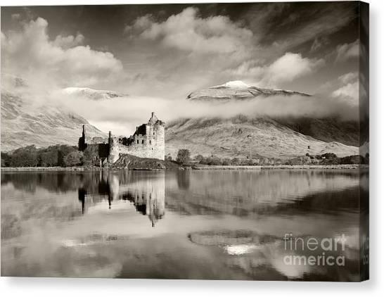 Kilchurn Castle Canvas Print by Derek Croucher