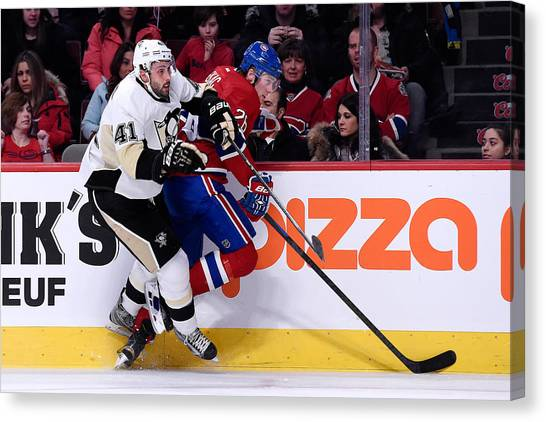 Pittsburgh Penguins V Montreal Canadiens Canvas Print by Richard Wolowicz