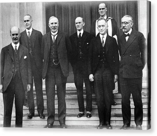 E.t Canvas Print - 20th Century European Physicists by Emilio Segre Visual Archives/american Institute Of Physics