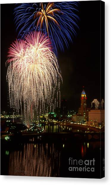 21l106 Red White And Boom Fireworks Photo Canvas Print