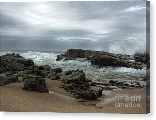Canvas Print featuring the photograph Slipping Away by Glenda Wright