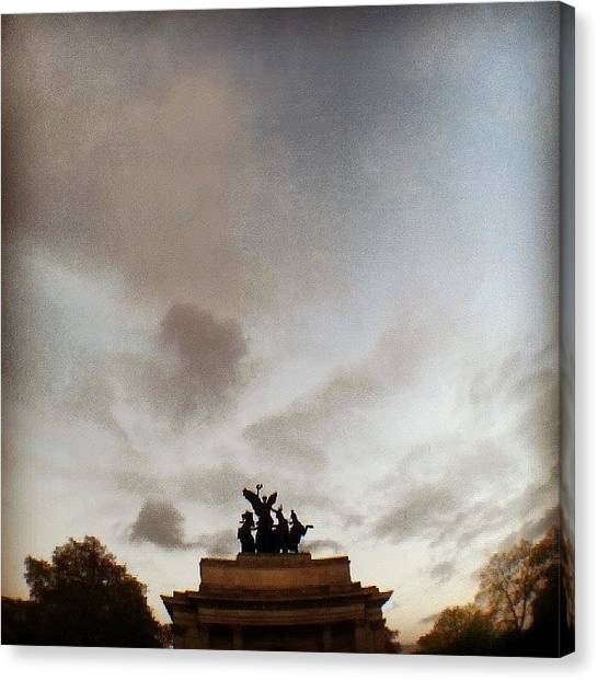 Hyde Park Canvas Print - Statue by Luis Lino