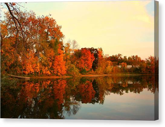 Shady Oak Lake  Canvas Print