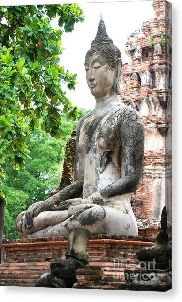 Canvas Print featuring the photograph Buddha Statue by Yew Kwang
