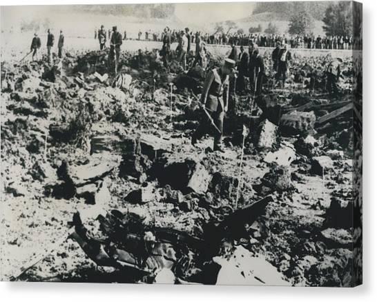 80 Die In A Plane Crash Near Zurich Canvas Print by Retro Images Archive