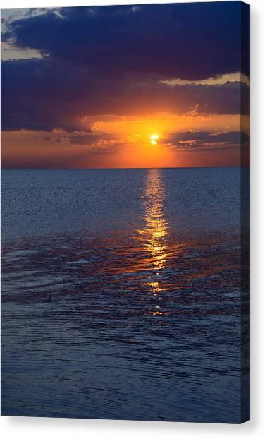 8.16.13 Sunrise Over Lake Michigan North Of Chicago 002 Canvas Print