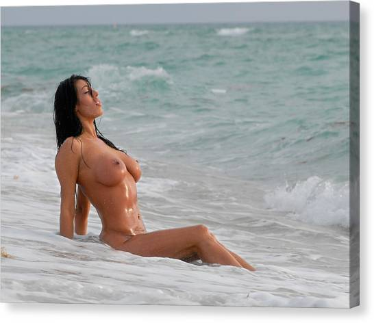 9640 Beautiful Nude Woman Washed By The Ocean Waves Canvas Print