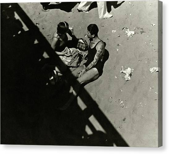 A Couple At Coney Island Canvas Print