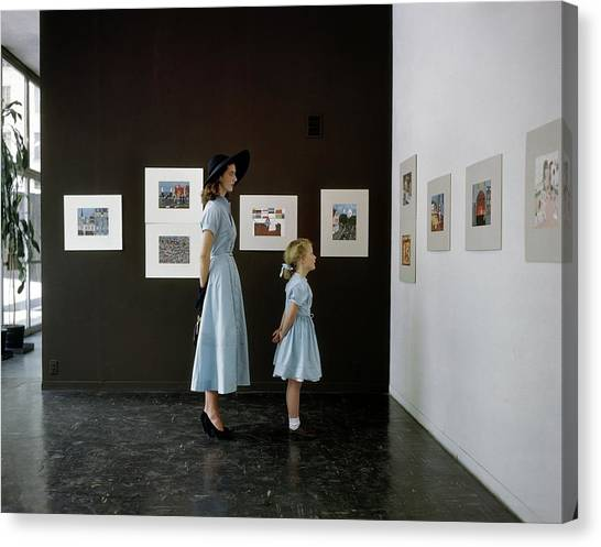 A Mother And Daughter At Moma Canvas Print