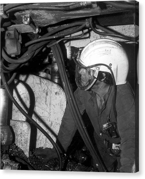 Airstream Helmet Coal Mine Tests Canvas Print by Crown Copyright/health & Safety Laboratory Science Photo Library