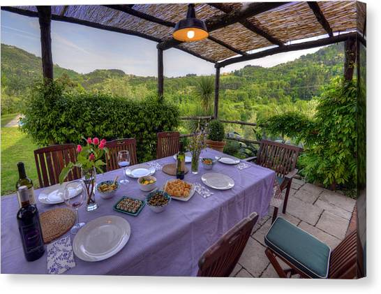 Alfresco Dining In Tuscany Canvas Print