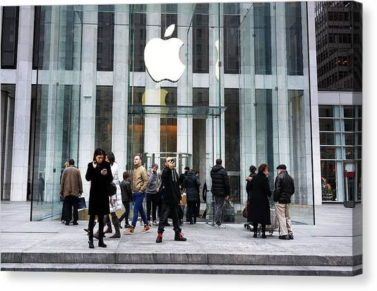 Apple Cuts Component Orders For Iphone5 As Demand Weakens Canvas Print by Spencer Platt