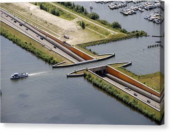 Aquaduct, Harderwijk Canvas Print by Bram van de Biezen