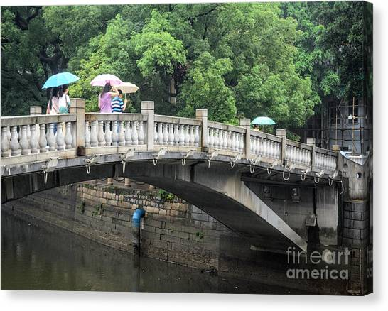 Arched Chinese Bridge With Umbrellas - Shamian Island - Guangzhou - Canton - China Canvas Print