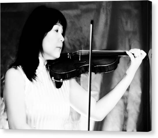 Asian Woman Playing The Violin Canvas Print by David Zoppi
