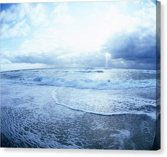 Atlantic On The Rise Canvas Print