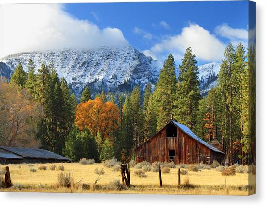Autumn Barn At Thompson Peak Canvas Print