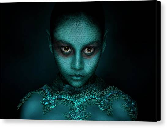 Aliens Canvas Print - Avatar by Beni Arisandi