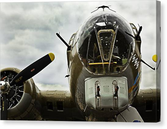 B17 Bomber Form Ww II Canvas Print