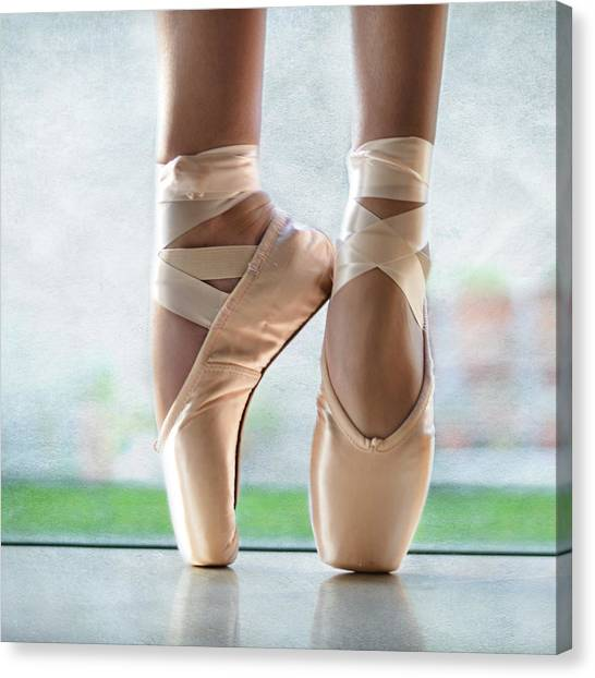 Ballet En Pointe Canvas Print