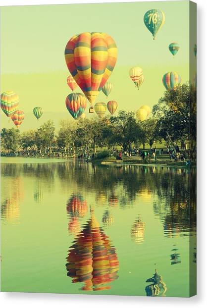 Balloon Classic Canvas Print
