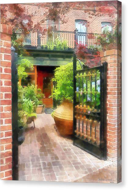 Baltimore - Restaurant Courtyard Fells Point Canvas Print