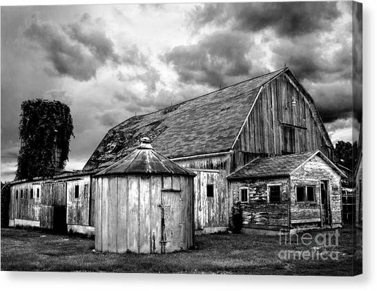 Barn 66 Canvas Print