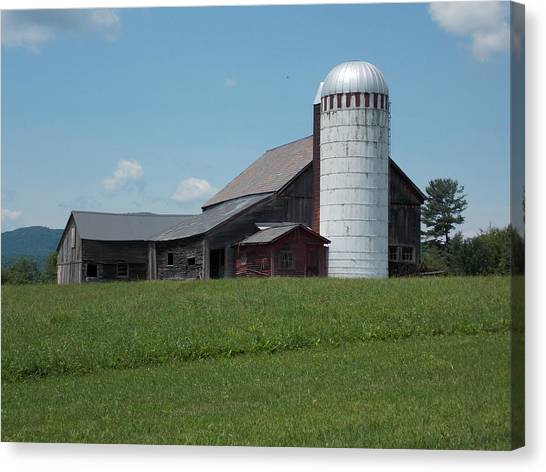 Barn And Silo In Vermont Canvas Print