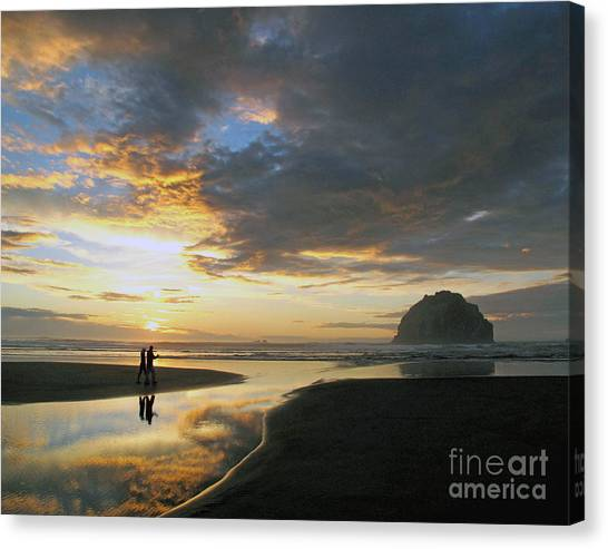 Bandon Beach Stroll Canvas Print