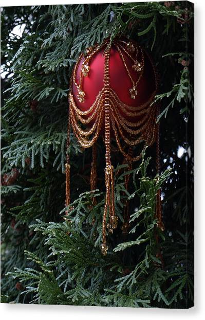 Beaded Ball In Arborvitae Canvas Print