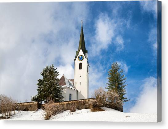 Beautiful church in hirschegg kleinwalsertal austria for Kleine hauser osterreich