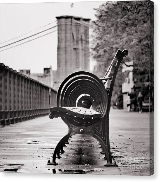 Bench's Circles And Brooklyn Bridge - Brooklyn Heights Promenade - New York City Canvas Print