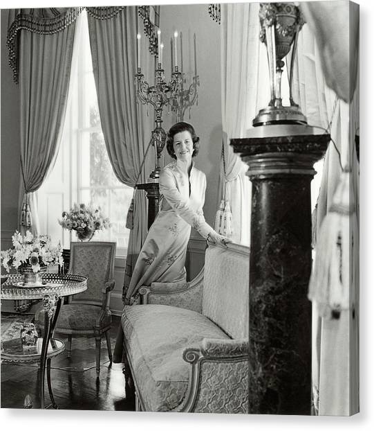 Betty Ford In The Oval Room Of The White House Canvas Print by Horst P. Horst