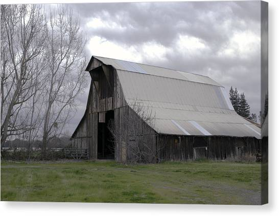 Canvas Print featuring the photograph Big Gray Barn In Marysville1 by William Havle
