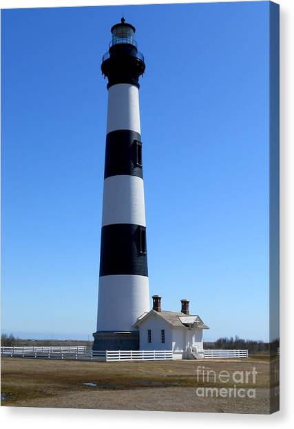 Bodie Island Lighthouse Canvas Print by Lesley Giles