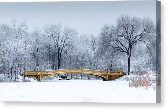 Bow Bridge In Central Park Nyc Canvas Print