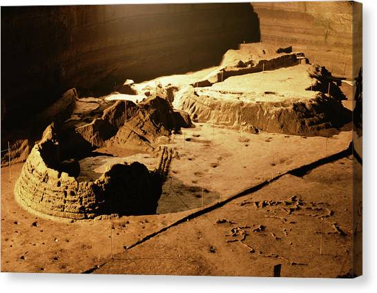 Bronze Age Archaeological Site Canvas Print by Pasquale Sorrentino/science Photo Library