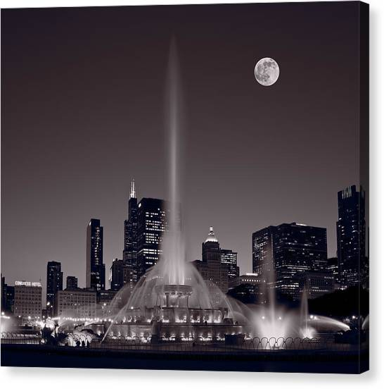University Of Illinois Canvas Print - Buckingham Fountain Nightlight Chicago Bw by Steve Gadomski