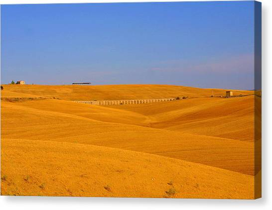 Tarquinia Landscape Campaign With Aqueduct And Houses Canvas Print