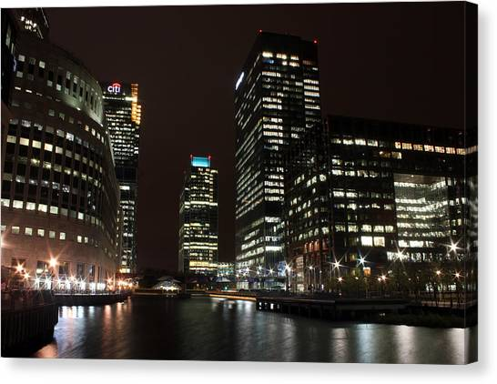Canary Wharf At Night Canvas Print by Dan Davidson