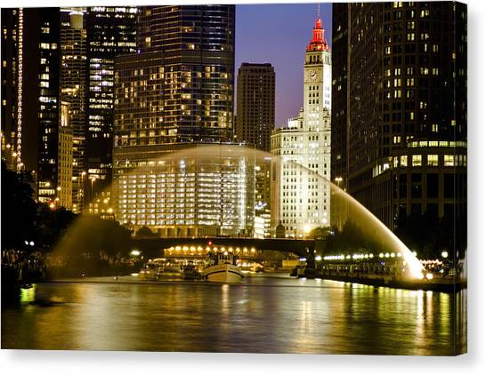 Centennial Fountain Over Chicago River At Dusk Canvas Print