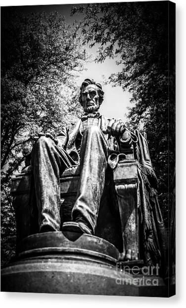 Chicago Abraham Lincoln Sitting Statue Black And White Canvas Print by Paul Velgos