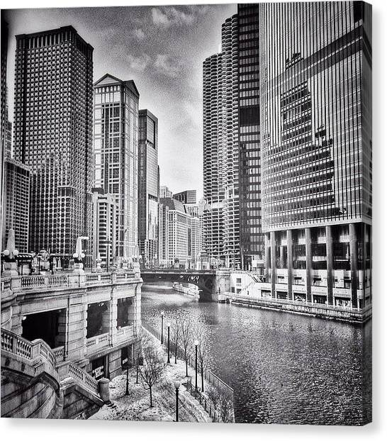 Sears Tower Canvas Print - #chicago #cityscape #chicagoriver by Paul Velgos