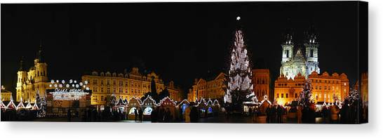 Christmas Market Canvas Print by Gary Lobdell