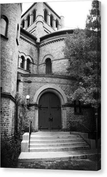 Canvas Print featuring the photograph Circular Church Of Charleston Sc by Kelly Hazel