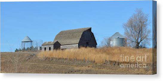 Classic Country Barn Canvas Print