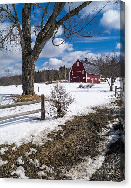 Canvas Print featuring the photograph Classic New England Farm Scene by Edward Fielding