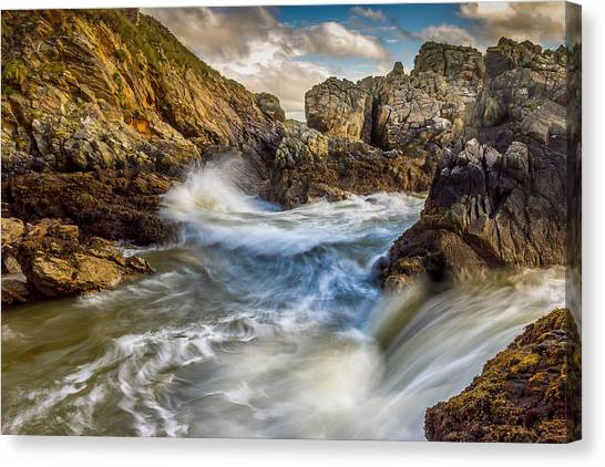 Crashing Waves Canvas Print by Kevin Moore