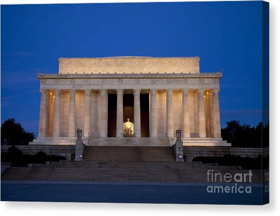 Dawn At Lincoln Memorial Canvas Print